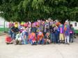 Farbenfrohe Maskenversammlung