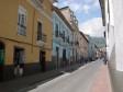Farbenfrohe Strasse in der Altstadt von Quito